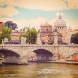 Ponte Principe Amedeo en St Peter basiliek Royalty-vrije Stock Fotografie