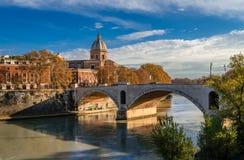 Ponte Principe Amedeo Savoia Aosta i Museo Di Arte sacra San Giovanni dei Fiorentini obraz stock