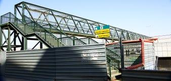 Ponte provvisorio negli impianti del viale del treno ad alta velocità Immagine Stock