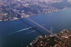 Ponte que conecta Ásia e Europa Fotografia de Stock Royalty Free
