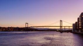A ponte que conecta a terra principal a Hisingen, marco de Gothenburg fotos de stock