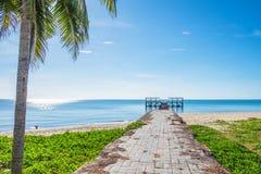 A ponte que estende no mar bonito imagem de stock royalty free