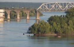 Ponte Railway através do rio Ob imagens de stock