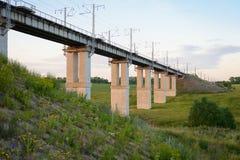Ponte railway concreta através de uma ravina Imagens de Stock Royalty Free