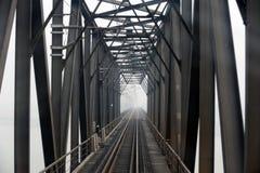 Ponte railway de aço em preto e branco Imagem de Stock