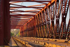 A ponte railway do ferro velho, Vsenory Imagem de Stock