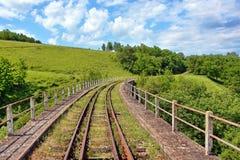 Ponte Railway do trem em Romênia Fotos de Stock