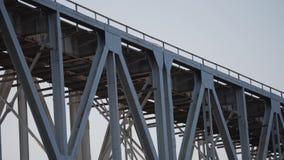 Ponte railway grande Metal a construção Construção grande video estoque