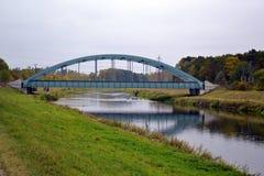 Ponte railway verde Imagens de Stock