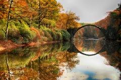 Ponte Rakotzbrucke de Rakotz, ponte do ` s do diabo em Kromlau espantar-se imagem de stock