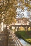 Ponte romanico del fiume di Queralt Meder immagini stock