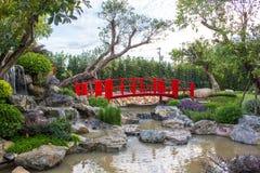 Ponte rosso giapponese in caff? Chiang Mai Tailandia di Nekoemon immagine stock