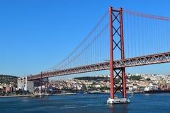 Ponte rosso a Lisbona, Portogallo Immagini Stock Libere da Diritti