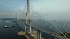 Ponte Russky attraverso lo stretto di orientale stock footage