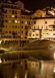 Ponte 's nachts Vecchio stock foto's