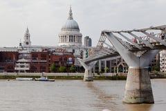 Ponte Saint Paul Londres do milênio fotos de stock