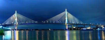 Ponte Samut Prakarn de Bhumibol do panorama, Tailândia. Fotos de Stock Royalty Free