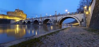 Ponte Sant'Angelo在黎明 库存图片