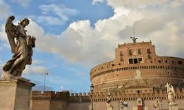 Ponte Sant'Angelo mit schönen Engeln in Rom Stockfotos