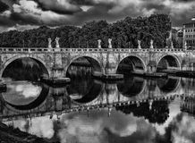 Ponte Sant& x27; Angelo Reflections Stock Foto's