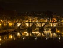 Ponte Sant Sisto reflekterade i den Tiber floden, den St Peter kupolen Arkivbilder