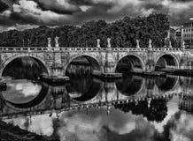Ponte Sant& x27; Angelo Reflections Stock Foto's