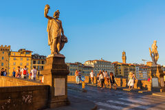 Ponte Santa Trinita i Florence, Italien Arkivbilder