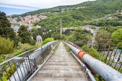 Ponte Sifone, Włochy i krzyże część Staglieno cmentarz, spuszczającego most należy antyczny akwedukt genua fotografia royalty free