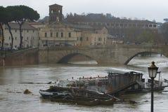 Ponte Sisto durante l'inondazione Immagine Stock Libera da Diritti