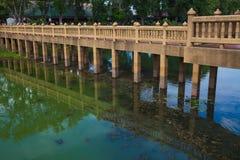 Ponte sobre a água incomodada Fotografia de Stock Royalty Free
