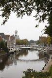 Ponte sobre Klein Diep em Dokkum, Países Baixos Foto de Stock