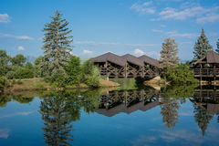 Ponte sobre a lagoa calma Fotografia de Stock
