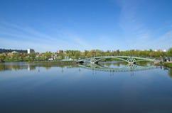 A ponte sobre a lagoa no parque Tsaritsyno, Moscou, Rússia Foto de Stock Royalty Free