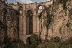 A ponte sobre o desfiladeiro em Ronda, Andalucia, Espanha fotos de stock