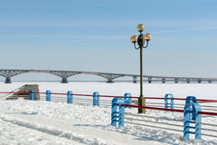Ponte sobre o inverno do rio Fotografia de Stock