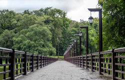 A ponte sobre o reservatório fotos de stock