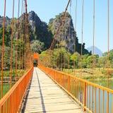 Ponte sobre o rio da música Imagens de Stock