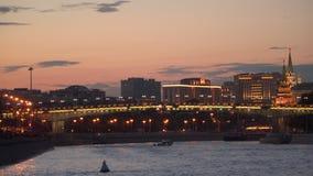 Ponte sobre o rio de Moscou na noite Imagens de Stock Royalty Free