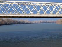 Ponte sobre o rio 2 de Tisza Foto de Stock Royalty Free