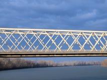 Ponte sobre o rio 1 de Tisza Imagens de Stock