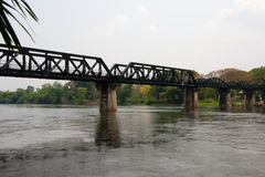 Ponte sobre o rio Kwai em Tailândia Foto de Stock Royalty Free