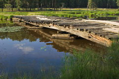Ponte sobre o rio pequeno Imagem de Stock
