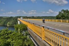 Ponte sobre a represa Orlik Imagens de Stock Royalty Free