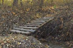 Ponte sobre um córrego Fotos de Stock