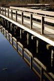 Ponte sobre uma lagoa imóvel Fotos de Stock Royalty Free