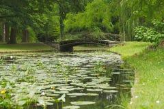 Ponte sopra il canale del giardino del palazzo di Schwerin Fotografie Stock
