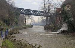 Ponte sopra il detinja del fiume in Uzice Fotografia Stock