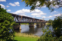 Ponte sopra il fiume Fotografia Stock