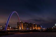 Ponte sopra il fiume a Astana fotografie stock libere da diritti