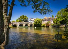 Ponte sopra il fiume Avon Christchurch Dorset Inghilterra immagini stock libere da diritti